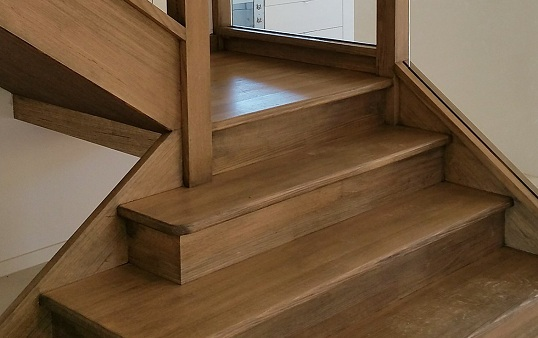 closed staircase design
