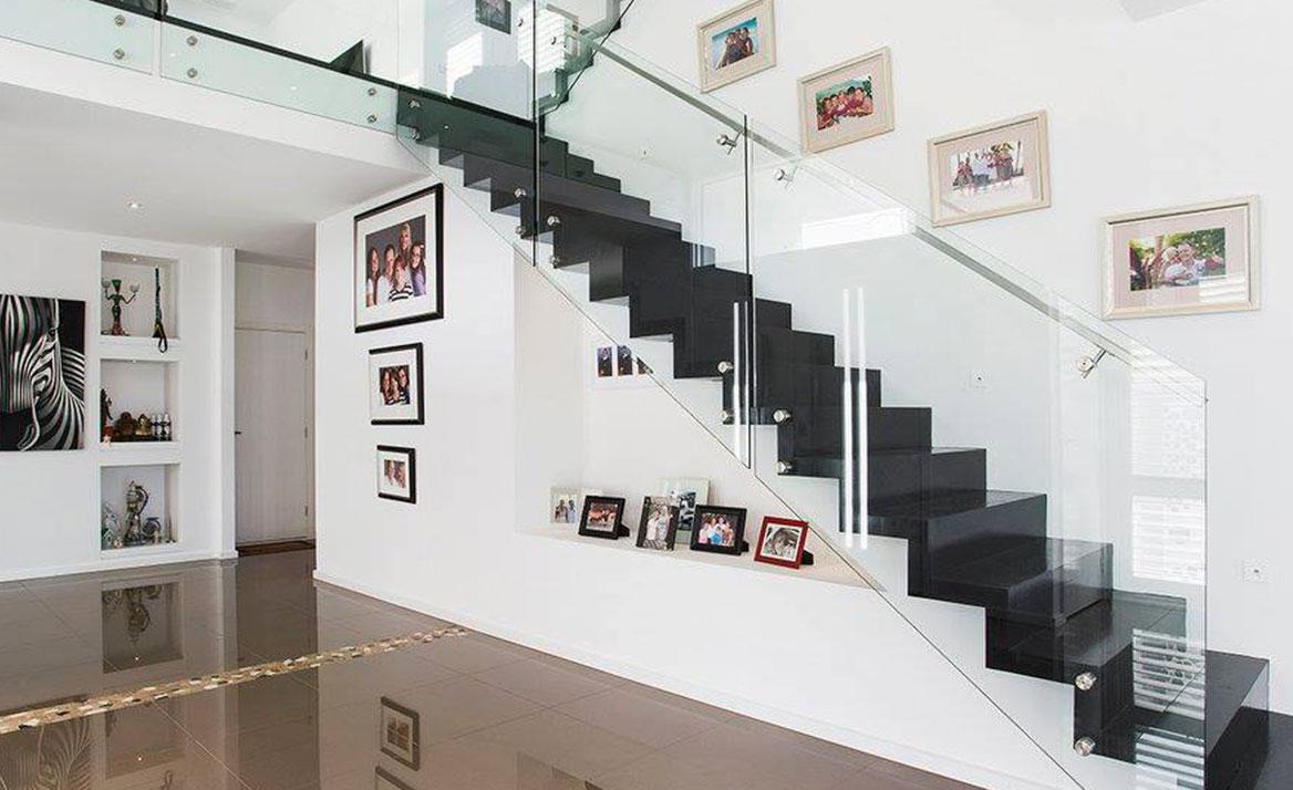 glass balustrade stairs
